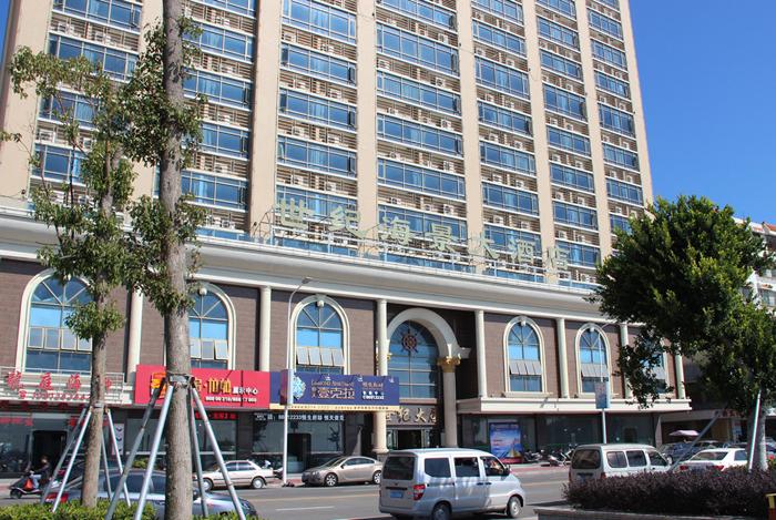 南澳世纪海景大酒店位于汕头市南澳岛标杆市容道路-后宅镇海滨路中心地段,俯瞰前江湾,酒店对面即是休闲海滩,出门即享受沙滩和阳光。公交、自驾便利、周边遍布商业区、旅游购物区及美食区。 酒店楼高19层,共有客房、公寓300余间,大小会议厅3个,可容纳300人商务会议,典雅装修、高标准配套。配设二楼大型酒店餐厅、顶层海景咖啡馆。集休闲饮食吃喝玩乐于一体,是目前南澳岛上最佳商旅酒店之典范 [ 展开 ]