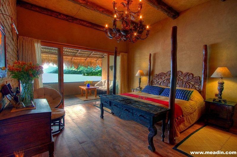 湖畔酒店的套房,采用当地的火山岩建造,地板采用棕榈木,屋内装点着古玛雅文物。
