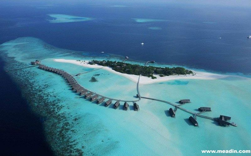 世界上最小的,最大的,最贵的,甚至是最脏的旅店是什么样子的?这个图集向您展示世界上各种最极端的酒店。最美的: 看到这个世界上最美的酒店,你可能很想来此度过一个浪漫的假期吧。马尔代夫总是会成为许多美丽缩影的背景。可可岛可以说是科摩群岛中最完美的一个,其拥有33个套房,从每个套房都可以俯瞰绿松石般的泻湖。