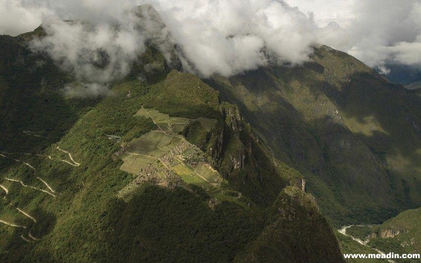 马丘比丘保护区酒店(Machu Picchu Sanctuary Lodge),秘鲁。该酒店坐落在秘鲁安第斯山海拔2400米处,是唯一一家能欣赏到马丘比丘光的豪华酒店。旅客可选择豪华山景房,还能在公共浴池里俯瞰马丘比丘废墟。酒店还提供马丘比丘导游服务。