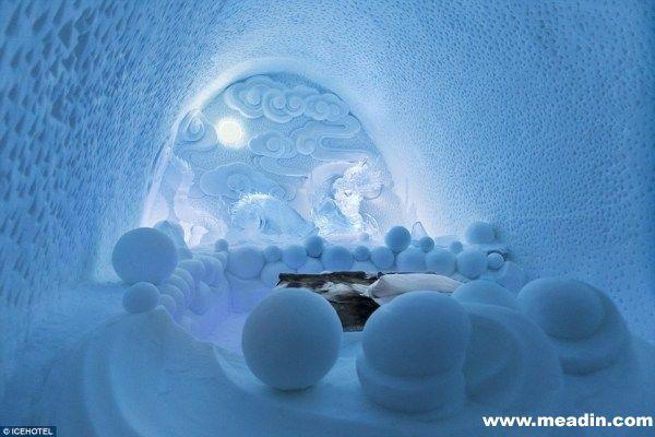 只要入住的客人说出自己想要的装修风格,酒店御用建筑师们便会立刻用天然冰块打造出世界上独一无二的房间。平均的铸造时间为2周,客人可以在这里住上几周,感受北极特有的风景。