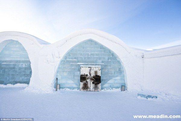 这些冰筑套间是由自然冰块打造而成,天气转暖便会融化消失,因为只有冬季才能见到,才显得更加的弥足珍贵。