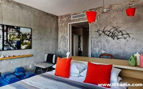 Line酒店坐落在洛杉矶中日益繁华的韩国城,以其原生态的装修风格出名。不经粉饰的墙面将精致的搭配细节凸显。该酒店距离市中心仅3英里,酒店内有三家 Roy Choi餐厅、一间夜总会和一间精品店。