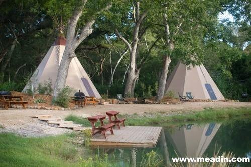 俄勒冈州尤金帐篷村,带上自己的小伙伴们到美国西北部来举行狂欢。帐篷村有11种不同类型的帐篷,最多可容纳28人。对于团队来说,这里是一个田园诗般的休息寓所。你可以登陆相关网站来租用帐篷,每顶帐篷150美元(约合人民币900元)一晚。在这里,你可以举办家庭聚会或小型婚礼,或仅仅只是和一群朋友一起来观看著名的奥运选拔赛。