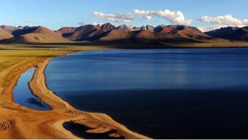 西藏自治区旅游局统计数据显示,今年前三季度,西藏旅游总收入达到1