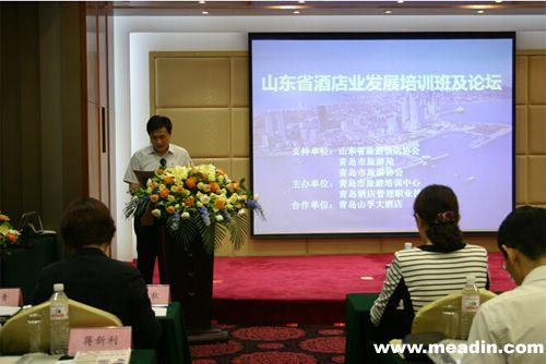 青岛酒店管理职业技术学院院长姜玉鹏和院长助理刁洪斌出席会议并先