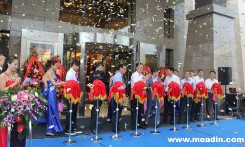 大连世茂御龙海湾温泉酒店举行了盛大的试营业典礼