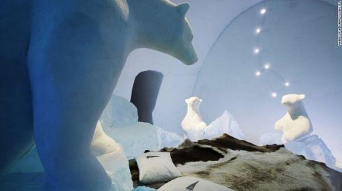通往冰雪王国的门。用于酒店的建筑材料是冰雪混合物,所用材料足可制成7亿个雪球。