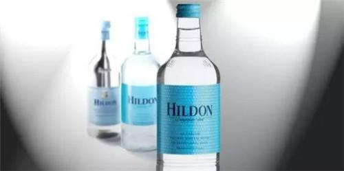 这款源自冰岛的水以杰出的纯净质量而闻名,而且是世界上第一个被评
