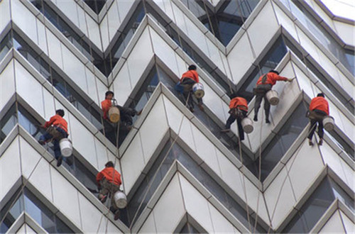 由小区玻璃高空坠落谈酒店安全