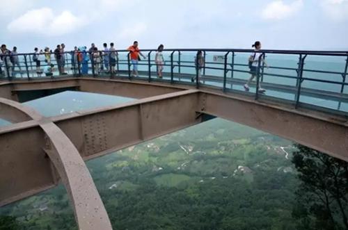 玻璃栈道:不能尖叫腿软的景区不是好景区!