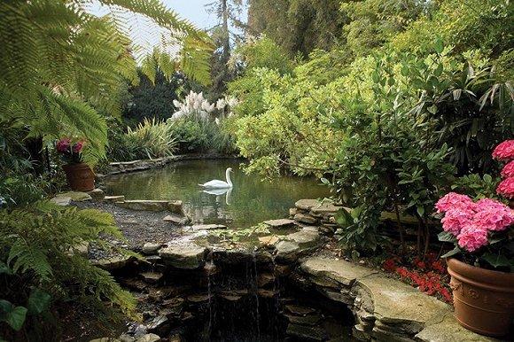 2、洛杉矶贝尔艾尔酒店Hotel Bel-Air 半隐半现于48500平方米精心设计的园林当中,平静的桃源之地是名流富商的避世首选。