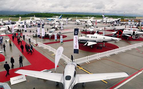 两大飞机制造公司空中客车(airbus)与波音
