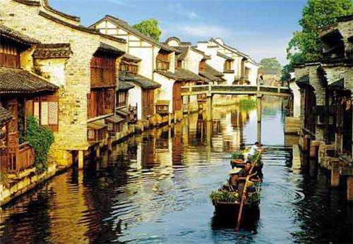 """特色小镇为何选择""""旅游""""作为发展路径?"""