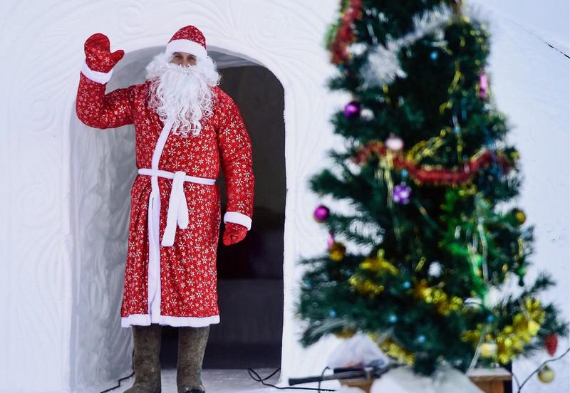 """当地时间2016年12月,俄罗斯堪察加边疆区,""""Gornaya Territoriya""""宾馆。""""Gornaya Territoriya""""宾馆是俄罗斯唯一一家圆顶冰屋宾馆,按照当地堪察加土著风格建造。"""