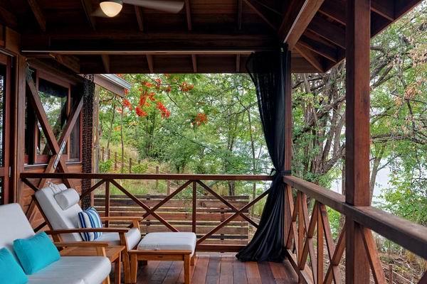 """1、2016年总冠军 全球最佳精品酒店:秘密湾酒店(Secret Bay),多米尼加  秘密湾酒店的老板Gregor Nassief说:""""最好的精品酒店将你带到一个完全意想不到的新地方,但又不失舒适和熟悉。酒店距离Syndicate Nature Reserve自然保护区和颇具人气的水肺潜水点有不到15分钟的车程,距离罗索镇(Roseau)和Dominica Melville Hall Airport机场约有1小时车程。"""