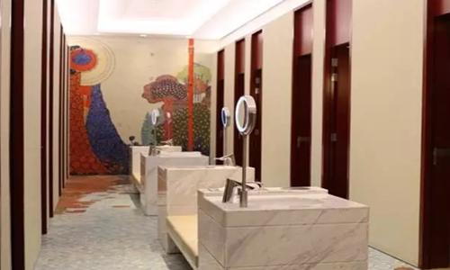 以意大利著名的油画、版画家贾科莫·巴拉的名字命名的休息厅,极有艺术感。