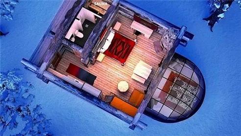 度假村位于芬兰乌尔霍凯科宁国家公园(Urho Kekkonen National Park)中,可以说是观赏极光最佳的地点。你一定会问我冷吗?当然不,在玻璃屋内,墙壁是由导热玻璃制成,不仅能保持室内的温暖,也不会让你错过室外的美景。