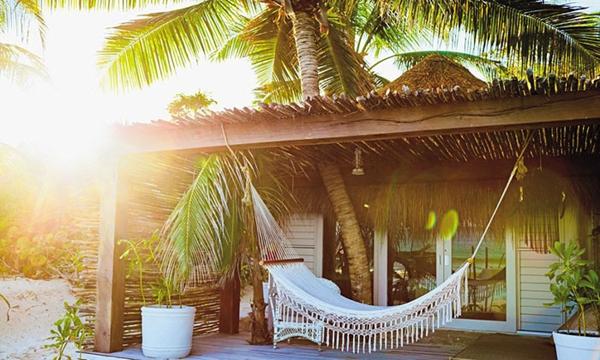 最新的隐世之所:Yaan Wellness 温泉浴场,墨西哥图卢姆    位于墨西哥金塔纳罗奥州的荒野,Yaan Wellness 温泉浴场拥有各种帐篷和沙滩小屋,是一处洋溢着浓郁乡村风情的海滨度假胜地。  Yaan Wellness的 spa 选用来自洞穴的天然水源,采用当地医师的治疗方式:将传统草药疗法与现代医学融合。值得一提的是,这里不仅提供按摩治疗,还有特别的玛雅部落仪式。