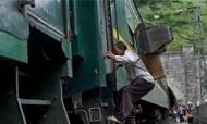 酒店电工用20万张照片拍下绿皮火车里的人生